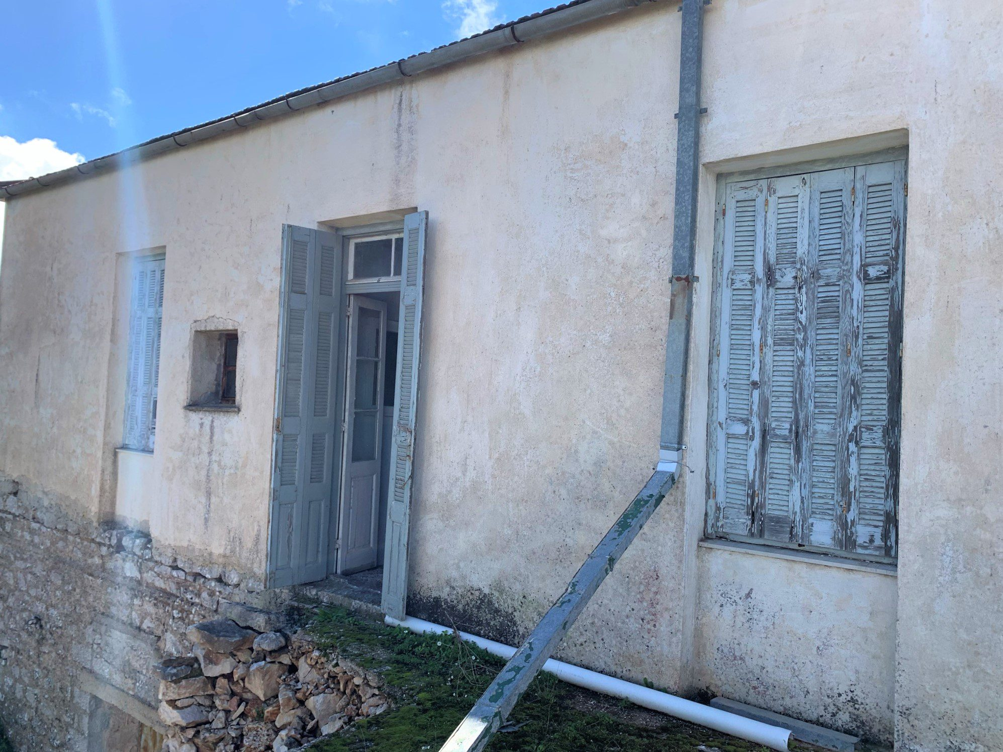 facade of house for sale in Ithaca Greece Anogi